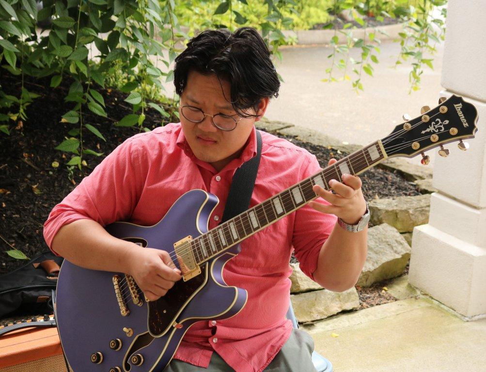 stepping-stones-golf-classic-musician-Edward-Liu-cincinnati-ohio