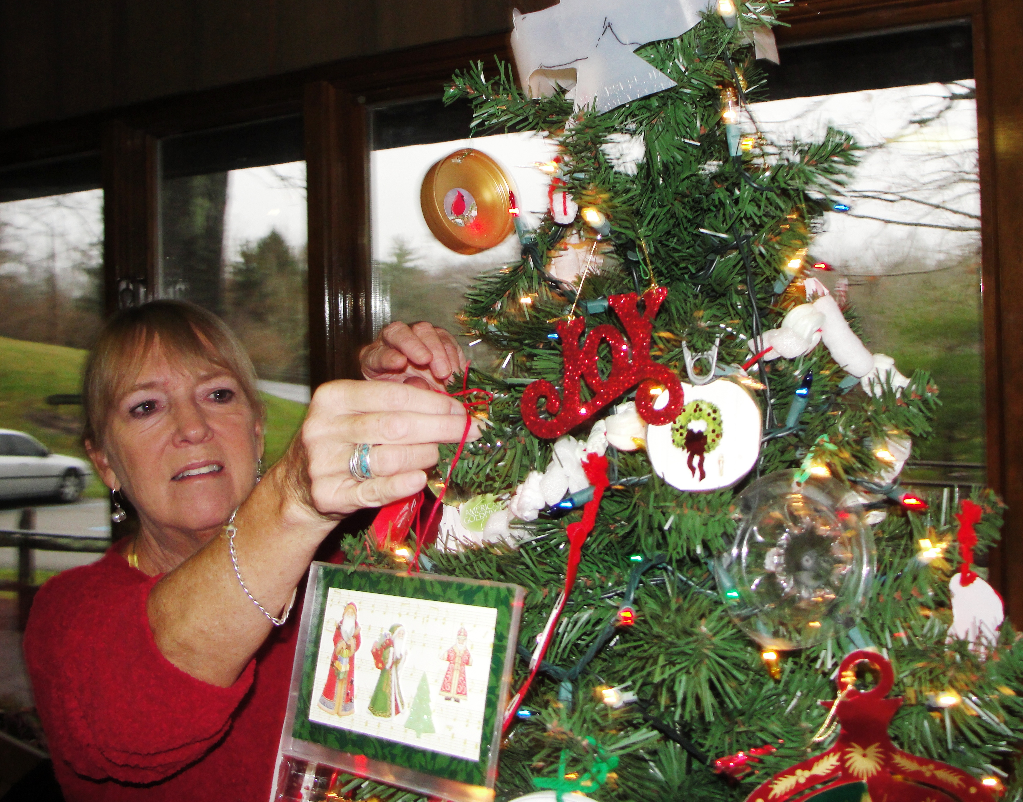 Indian Hill Garden Club Transforms Trash To Decorate