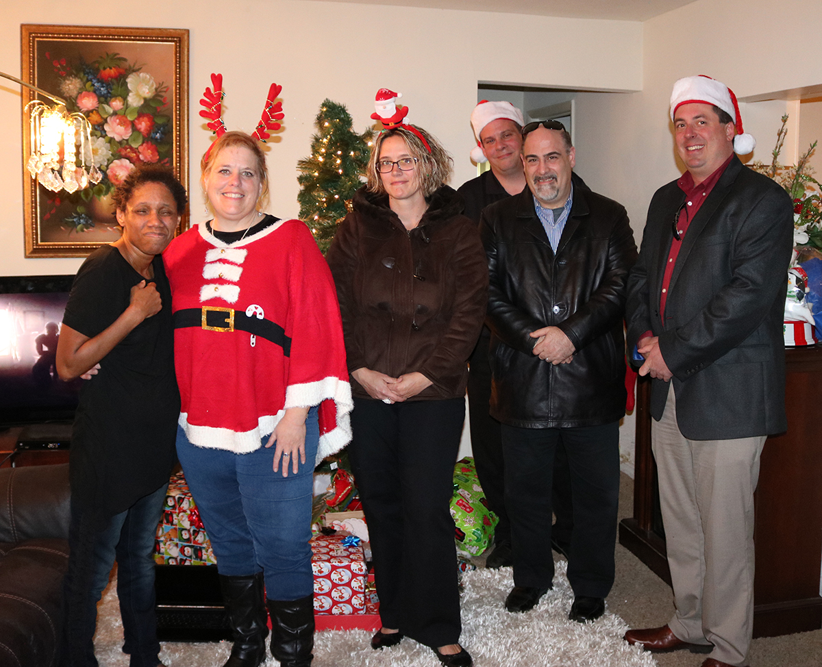 Pizza Hut Sponsors Holiday Gifts for Stepping Stones Participant Families I Cincinnati, Ohio